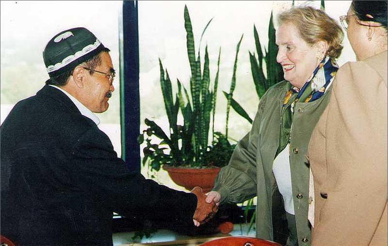 Талиб Якубов и Мадлен Олбрайт - первая женщина-госсекретарь США (1997—2001)